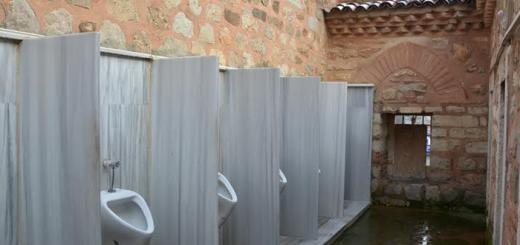 kocaelide-500-yillik-cami-duvarina-yeni-pisuvarlar-monte-edildi